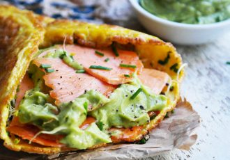 roasted-smoked-salmon-egg-wrap-with-avocado-like-cream-final-862x574